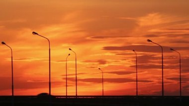 Cars silhouettes on road against sunset — Vidéo