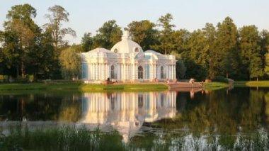 Pavilion on lake, Pushkin park St. Petersburg Russia - timelapse in motion 4k — Stock Video