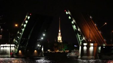Ship under open drawbridge at night in St. Petersburg Russia — Stock Video
