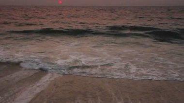 Paisaje de belleza con puesta de sol sobre el mar — Vídeo de Stock