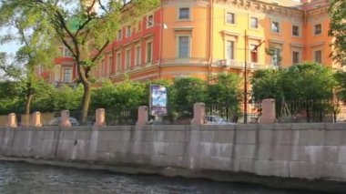 Mikhailovsky Castle in St. Petersburg Russia - view from boat — Stock Video