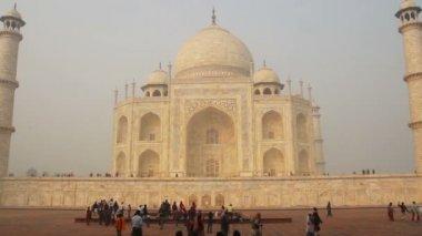 Taj Mahal - famous mausoleum in Agra India — Stock Video