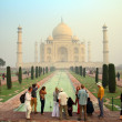Tourists in Taj Mahal - famous mausoleum in India — Stock Photo