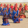 Indian girls dancing at Pushkar camel fair — Stock Photo