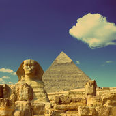 Cheops pyramid and sphinx in Egypt - vintage retro style — Stock Photo