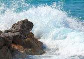 Sea waves breaking on rocks — Stock Photo