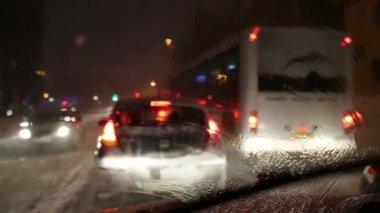 Verkeersopstopping in de sneeuw — Wideo stockowe