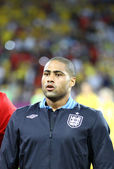 Glen Johnson of England sings the national anthem — Stock Photo