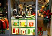Shop window of Ampelmann (symbolic person shown on traffic lights) store in Berlin, Germany — Zdjęcie stockowe