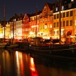 Boats at the Nyhavn harbor in night, Copenhagen, Denmark - Foto de Stock