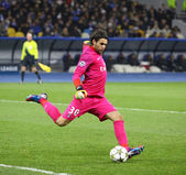 Goalkeeper Salvatore Sirigu of FC Paris Saint-Germain in action — Stock Photo