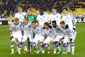 FC Dynamo Kyiv team pose for a group photo — Stock Photo