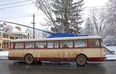 Vintage trolebús en la calle de chernivtsi, ucrania — Foto de Stock