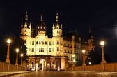 Schwerin Castle (Schweriner Schloss) at night, Germany — Stock fotografie