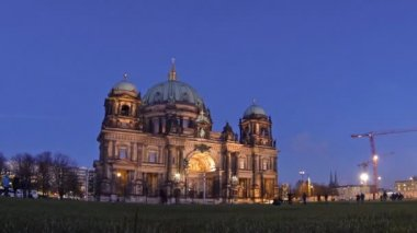 Berlin Cathedral (Berliner Dom) at evening, Berlin, Germany — Vidéo