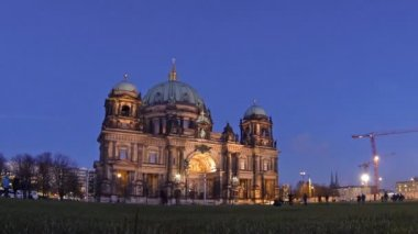 Berlin Cathedral (Berliner Dom) at evening, Berlin, Germany — Stock Video
