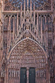 Details of stone figures on the facade of Strasbourg Cathedral — Stockfoto