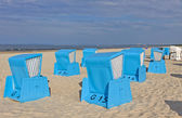Hooded beach chairs (strandkorb) at the Baltic seacoast — Stock Photo