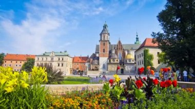 Summer view of Wawel Royal Castle complex in Krakow, Poland — Stock Video