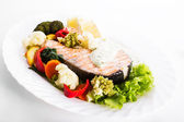 Sebze Izgara somon steak — Stok fotoğraf