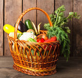 Basket with vegetables — Stockfoto