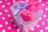 Love candles and gift box — Photo