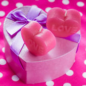 Love candles and gift box — Stok fotoğraf