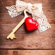 Old key and heart — Foto Stock