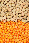 Green and red lentils heap — Stock Photo