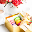 Macaroon in gift box — Stock Photo