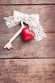 Old key and heart — Stock Photo