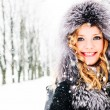 Woman in winter — Stockfoto