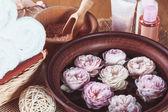 Spa con rosas — Foto de Stock