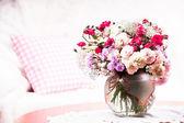Flower bouquet on the table — Stok fotoğraf