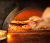 ピザを焼く — ストック写真