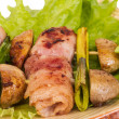 bacon lindade grillade pilgrimsmusslor med svamp och bacon — Stockfoto #12341085