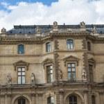 Paris - el 7 de junio: louvre edificio en 07 de junio de 2012 en el Museo del louvre — Foto de Stock   #12749849