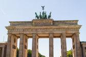 The Brandenburger Tor (Brandenburg Gate) is the ancient gateway — Stock Photo