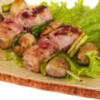 Foto Stock: Bacon wrapped grilled Scallops with mushrooms and bacon