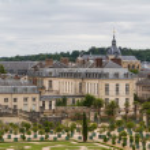 Famous palace Versailles near Paris, France with beautiful garde — Stock Photo