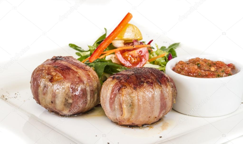 Grilled steak wrapped in bacon, with grilled vegetables, mashed potatoes — Stock Photo #13648005