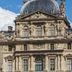 Париж - 7 июня: Лувр, опираясь на 7 июня 2012 в музее Лувр — Стоковое фото #13652521