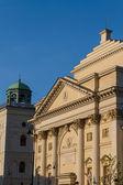 Varsovia, polonia. iglesia neoclásica de saint anne en el casco antiguo de la ciudad. la unesco patrimonio de la humanidad. — Foto de Stock