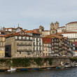 View of Porto city at the riverbank (Ribeira quarter) and wine b — Foto Stock
