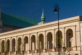 Varsovia, polonia. iglesia neoclásica de saint anne en el casco antiguo de la ciudad. — Foto de Stock