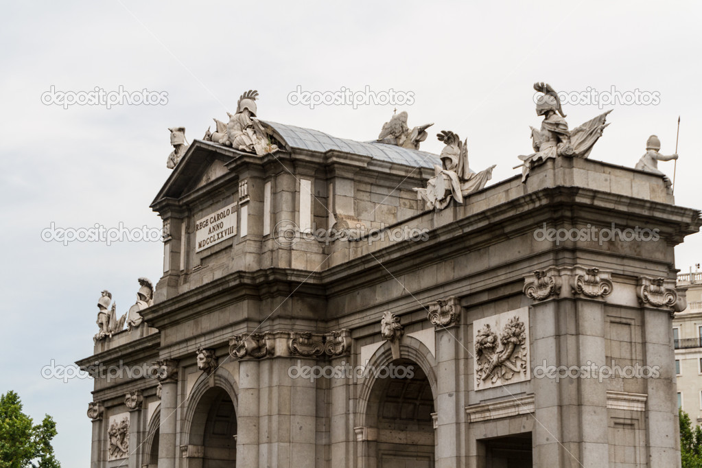 Puerta de Alcala (Alcala Gate) in Madrid, Spain — Stock Photo #15492639