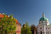 Iglesia de san kazimierz en plaza nueva en varsovia, polonia — Foto de Stock