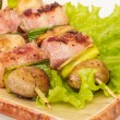 bacon lindade grillade pilgrimsmusslor med svamp och bacon — Stockfoto #15580307