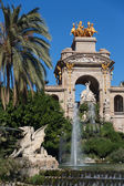 Barcelona ciudadela park lake fountain with golden quadriga of A — Стоковое фото
