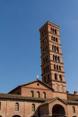 Bell tower of basilica dei Santi Giovanni e Paolo in Rome, Italy — Stock Photo